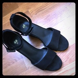 H&M black faux suede heels